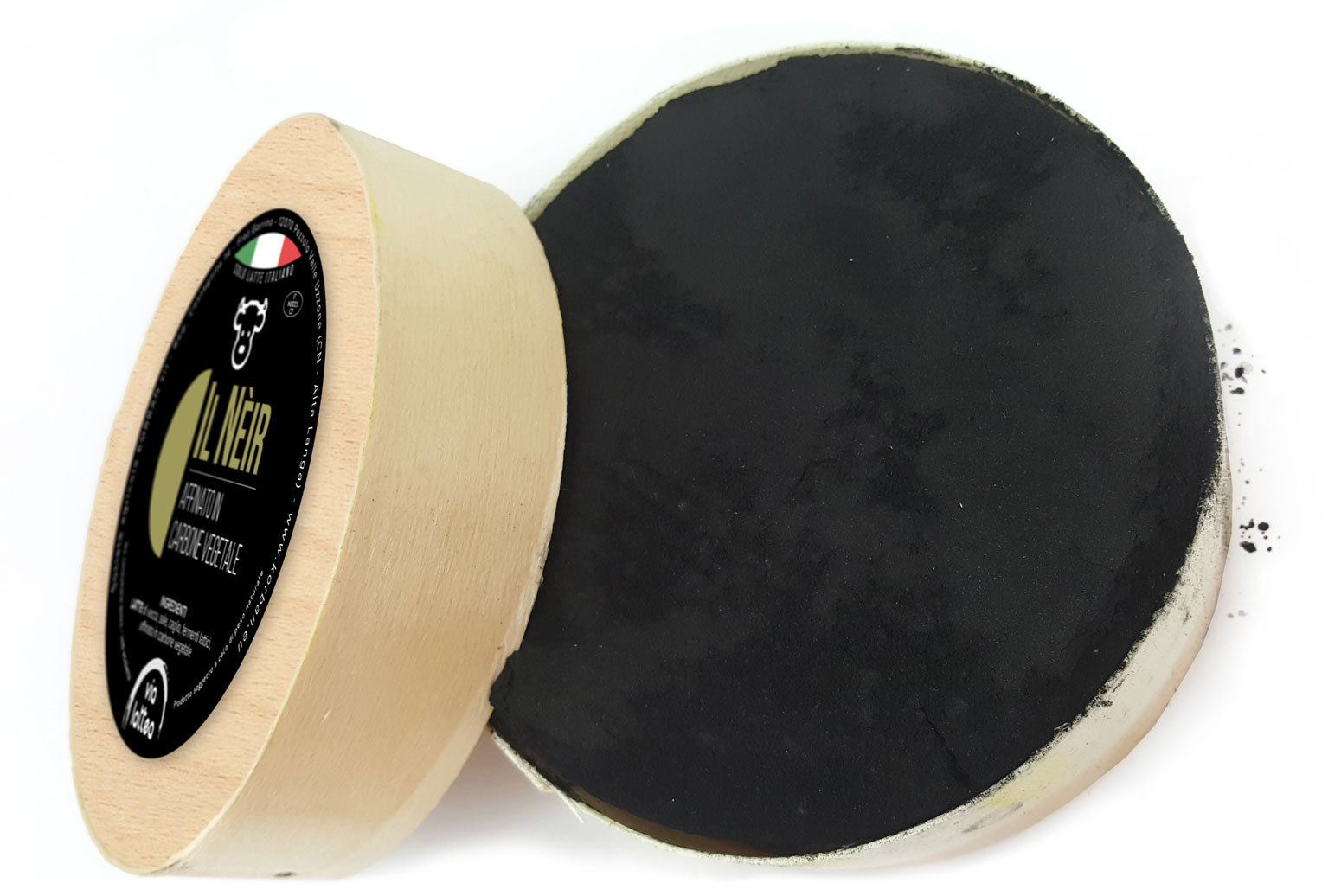 Neir cow cheese refined in charcoal
